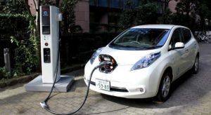 coche electrico recargando Mundo Auto Segovia